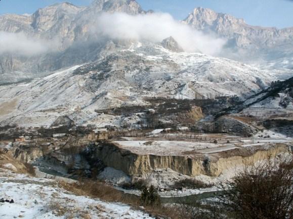 Алагирское ущелье. Селение Зинцар (рядом с Уналом). 9 декабря 2002 г.