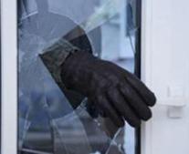 Во Владикавказе обокрали квартиру, выдавив оконное стекло