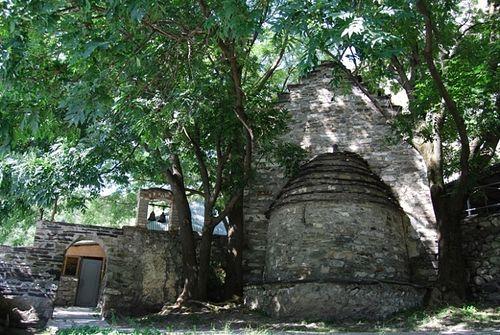 2. Церковь святого Георгия (Дзывгъисы Уастырджи) в с. Дзивгис (Куртатинское ущелье).