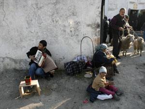 У стен сельской церкви жизнь грузинского народа предстает такой, какая она есть.