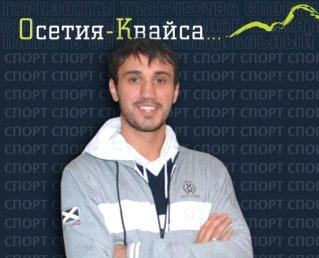 Георгий ДЖИОЕВ старается поддерживать спортивную форму и в гипсе