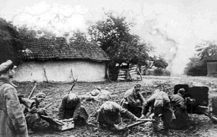 Противотанковое орудие командира Аветисянца А.Н. ведёт огонь по вражеским танкам в районе Моздока. 1942г.