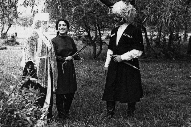 """Сцена из спектакля """"Хамат и Залина"""" Д.Хаханова. Май 1974 г."""