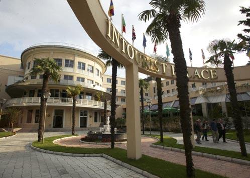 Новый суперотель в Батуми - это тоже пиар-акция. Тут главное не доход от туризма, а кукиш в сторону отделившейся Абхазии - пусть завидуют!