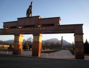 Во Владикавказе на Мемориале Славы пьяный мужчина ударил милиционера головой в лицо