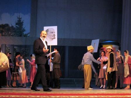 Театр начинался с отъезда первой осетинской театральной студии в Москву.