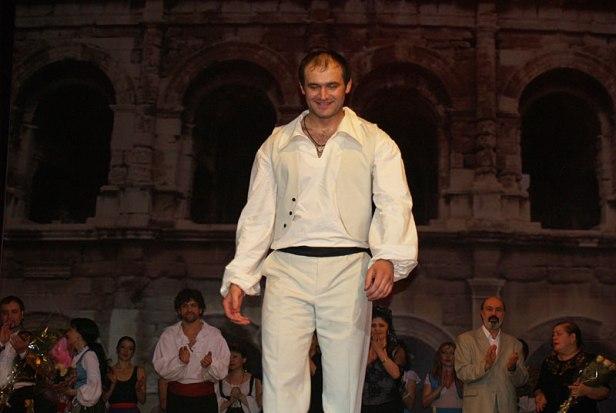 Бесо Гатаев востребован в кино и на телевидении, а аплодисменты срывает на оперной сцене.
