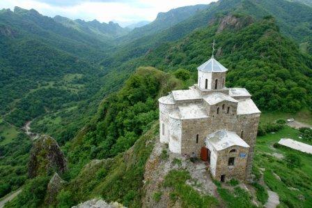 Мамсуров призвал выявить тех, кто поджог храм близ осетинского села в Карачаево-Черкесии