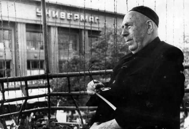 Профессор АЛБОРОВ в любимом Владикавказе в минуты отдыха.