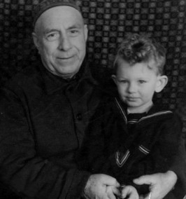 С внуком Александром.