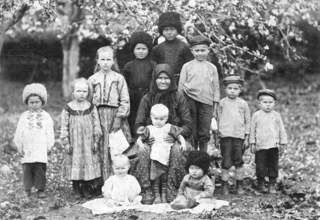 Юные казаки станицы Тарской.