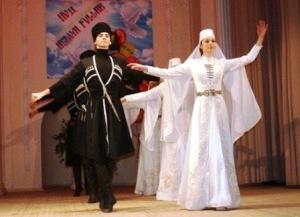 Танцоры Осетии Мэлса КОЧИЕВА оказались «Под небом России»