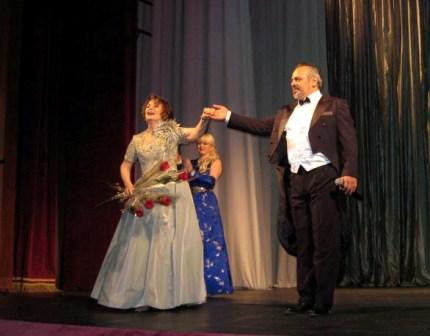 Во Владикавказе ветеранам сцены подарили все цветы и улыбки