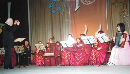 Легендарные композиторы Осетии уже в маленьком Булате ГАЗДАНОВЕ увидели разностороннего музыканта и дирижера оркестра.