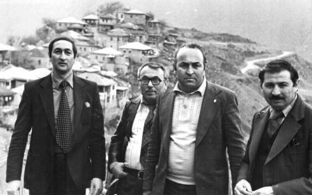 На съемках фильма «Чегери». Измаил Бурнацев – слева. Рядом с ним – дагестанский писатель Ахмедхан Абу-Бакар.