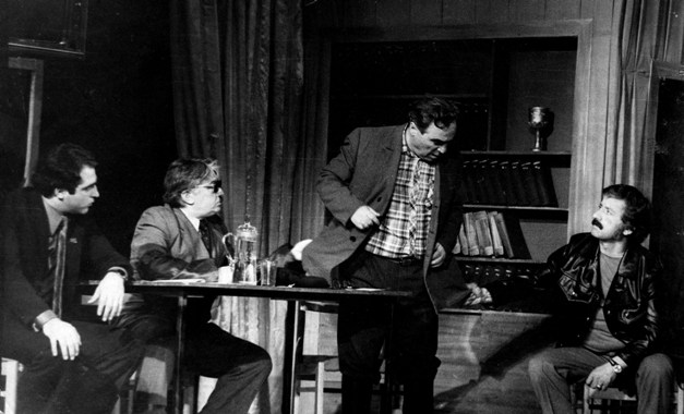 В спектакле «Заплатки» Геора Хугаева. Слева направо: М.КОЕВ, И.ГОГИЧЕВ, Г.ХОДОВ и Р.БИТАЕВ.