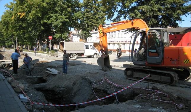 Ремонтные раскопки к археологическим открытиям пока не привели.