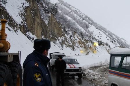 Снегопад привел к закрытию Транскавказской автомагистрали