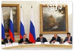 Дмитрий МЕДВЕДЕВ провел разбор проблем Северного Кавказа в Чечне