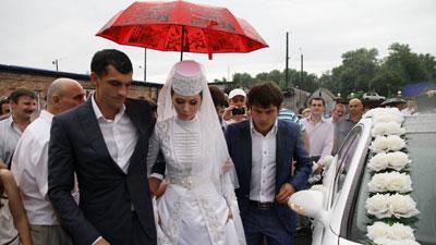 Президент Южной Осетии подарил Дзагоеву 3 метровых пирога