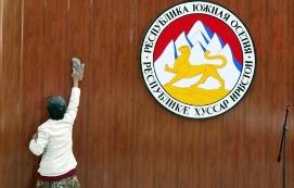 Версии Путина и Медведева по Южной Осетии вновь разошлись