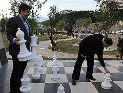 К мэру Тбилиси подбираются через друзей