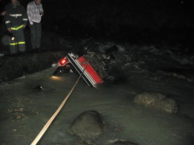 На Транскаме «Нива» с людьми упала в горную реку Ардон