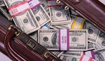 Увидев доллары, школьник не совладал с соблазном