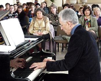 «Я чудо зрела – руки пианиста…»