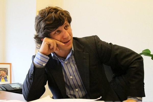 Эльбрус ТЕДЕЕВ сыграл в бильярд