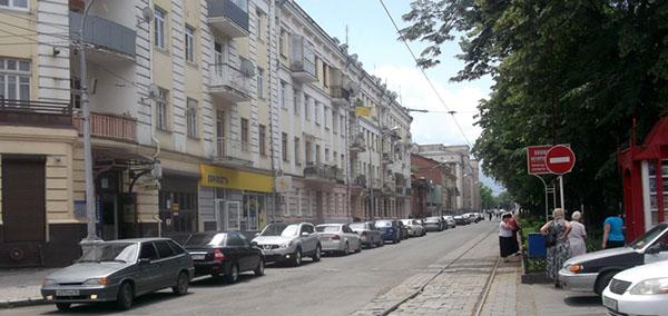 Проспект Мира во Владикавказе: пешеходная зона или место автомобильного беспредела?
