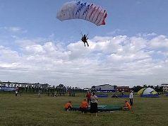 Евкуров сломал ногу, прыгнув с парашютом с экстремальной высоты