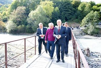 Новый мост в Южной Осетии связал две части селения Гуфта