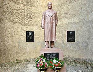 Администрация Телави объявляет тендер на снос памятника Сталину