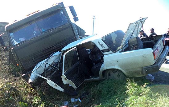 Водитель и пассажир «Жигулей» оказались в больнице после столкновения на трассе с «КамАЗом»