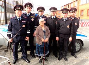 Полицейские из Северной Осетии спасли 80-летнюю женщину, заблудившуюся в лесу