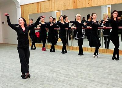 Цхинвал: народная артистка России Гюзель АПАНАЕВА провела мастер-класс в ансамбле «Симд»