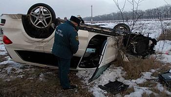 На федеральной автодороге «Кавказ» опрокинулся «Мерседес»