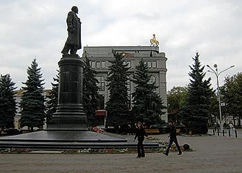Ленин и теперь живее всех… мифов о нем