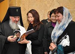 Архиепископ Зосима провел в Москве круглый стол