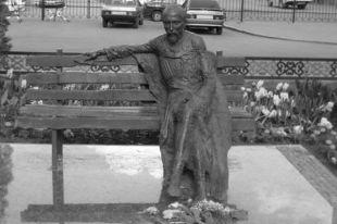 Памятник Хетагурову «справит новоселье»?