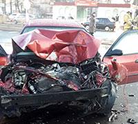 Во Владикавказе субботним утром «Тойота» и «Ниссан» не поделили перекресток