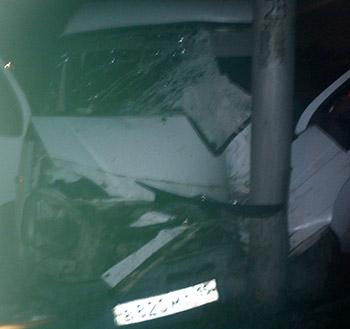 В предрассветном Владикавказе водитель «Газели» врезался в столб