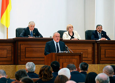 Таймураз МАМСУРОВ: «Бескорыстное, честное отношение к делу – именно это необходимо сейчас Осетии»