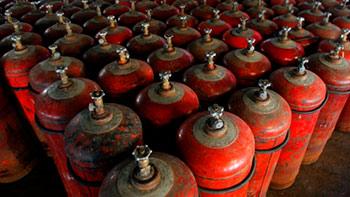 «Газпром» переведет регионы-должники на газ в баллонах