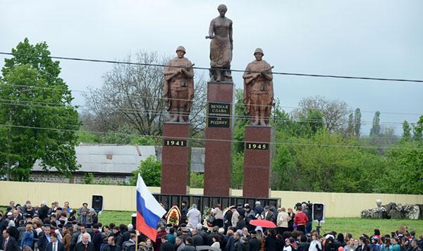 В Карман-Синдзикау славили героев войны и благородный поступок депутата Гулаева