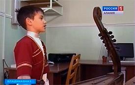 В День осетинского языка Таймураз МАМСУРОВ посетил прогимназию «Интеллект»