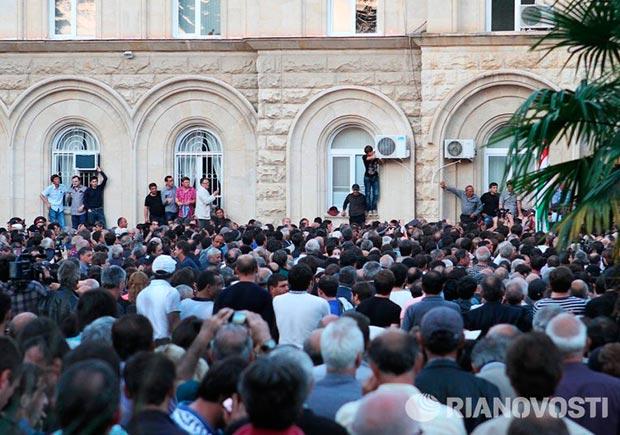 Политический кризис в Абхазии: грозит ли республике свой «майдан»?