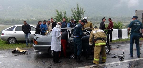 На Военно-Грузинской дороге фура смяла «Ладу-Самару»