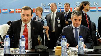 НАТО не спешит расширяться